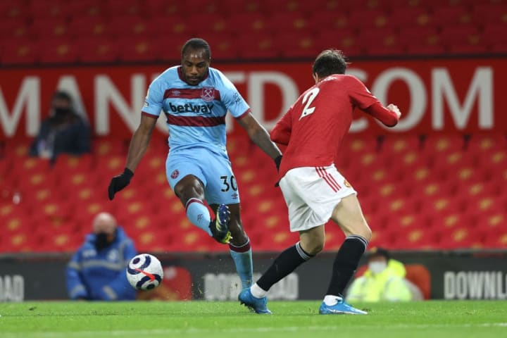 West Ham's Michail Antonio looks to curl the ball around Manchester United's Victor Lindelof